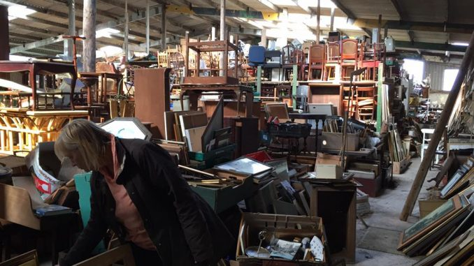 buying-antique-items-steptoes-yard-classic-brocante