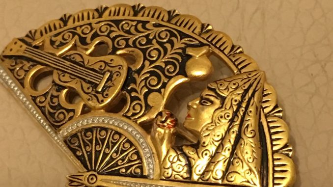 Vintage-Damascene-Toledo-Spanish-Enamel-GT-fan-Guitar-Brooch-Mother-039-s-Day